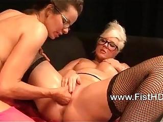 Horny lesbians Mandy Cinn and Amica Bentley fisting