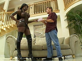 Dark choco skin slut gets her anal fucked